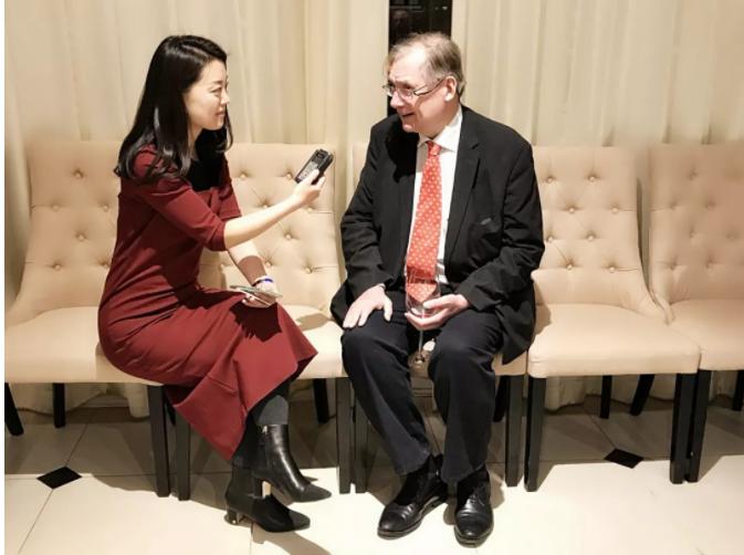 英慈企业管理咨询(上海)有限公司中国区副主席Adam Williams接受本台记者采访